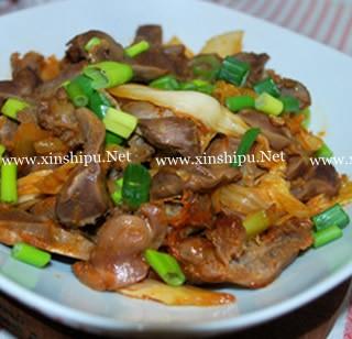 辣白菜炒鸡胗的做法