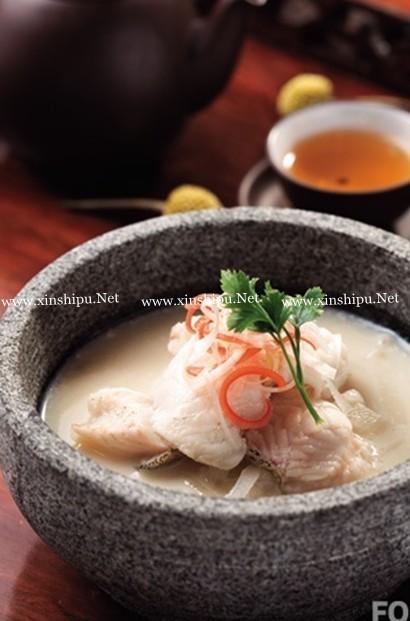 萝卜浓汤煮桂鱼的做法